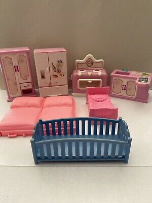 Mixed Lot Of Plastic Barbie? Doll House Kitchen Bedroom Furniture Stove Bed