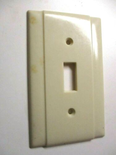 Beco USA 2 Vertical Lines Beige Bakelite 1940s Switch Plate Wall Cover Vintage