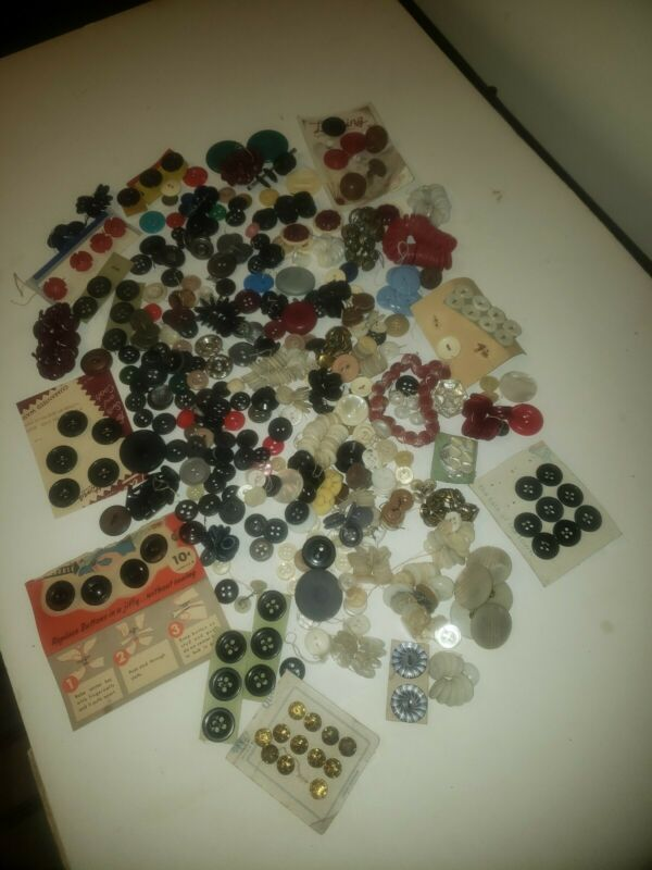 LARGE LOT ANTIQUE & VINTAGE BUTTONS/ LEATHER/ GLASS/ Brass/ on cards