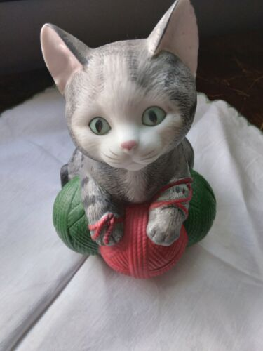 Vintage 1980s MANN CAT MUSIC BOX MADE IN JAPAN