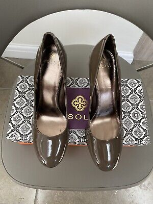 Isolá Ladies Taupe Grey Patent Court Shoe - Size UK 6.5 / EU 40- New, Never Worn