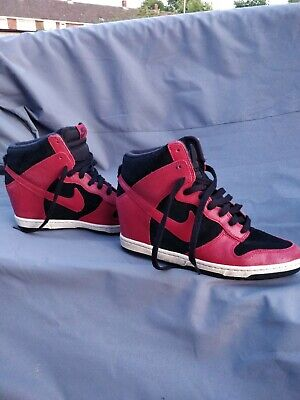 NIKE Hidden-Wedge, Black + Red Trainers (Size UK 8)