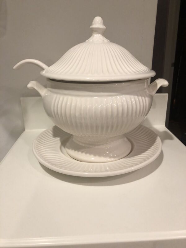 LARGE SOUP TUREEN 196 W LADLE CALIFORNIA POTTERY WHITE MADE IN USA