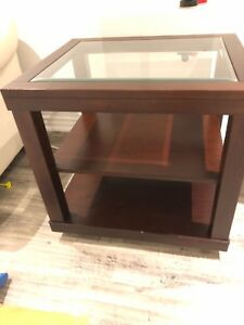 Mobilia side table