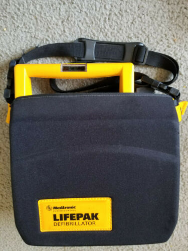 Medtronic Physio-Control 3011790-000113 Lifepak 500 AED w/ Carrying Case