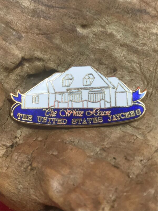 """VINTAGE """"THE WHITE HOUSE"""" THE UNITED STATES JAYCEES PIN"""