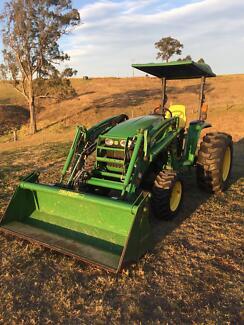 John Deere 4520 - 60hp tractor with 4in1 loader
