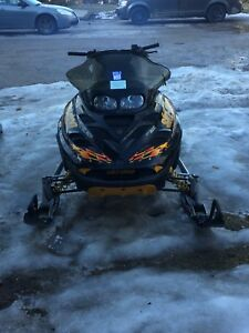 Package deal to skidoo sleds for 4000$