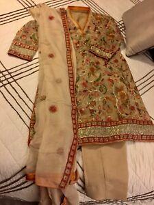 2018 latest trend 3 piece Pakistani/Indian stitched suit!