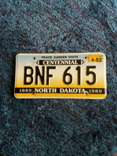 USA NUMMERNSCHILD Original US License Plate  NORTH DAKOTA VON 1992