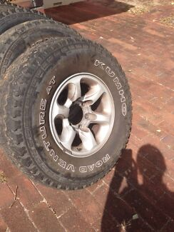 31x10.5x15 khumo AT 4x4 tyres Gooseberry Hill Kalamunda Area Preview