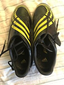 Adidas size 8 outdoor soccer shoes