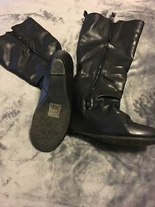 Call it spring boots size 9  London Ontario image 2
