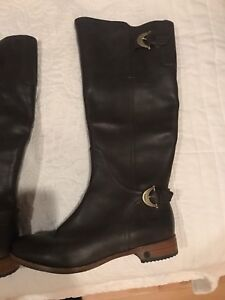 UGG rider boot size 7 (7.5 fit) never worn