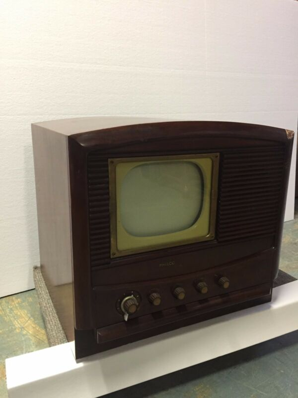 "Antique TV by PHILCO 23"" x 20"" x 19"""