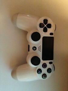 PS4 white controller