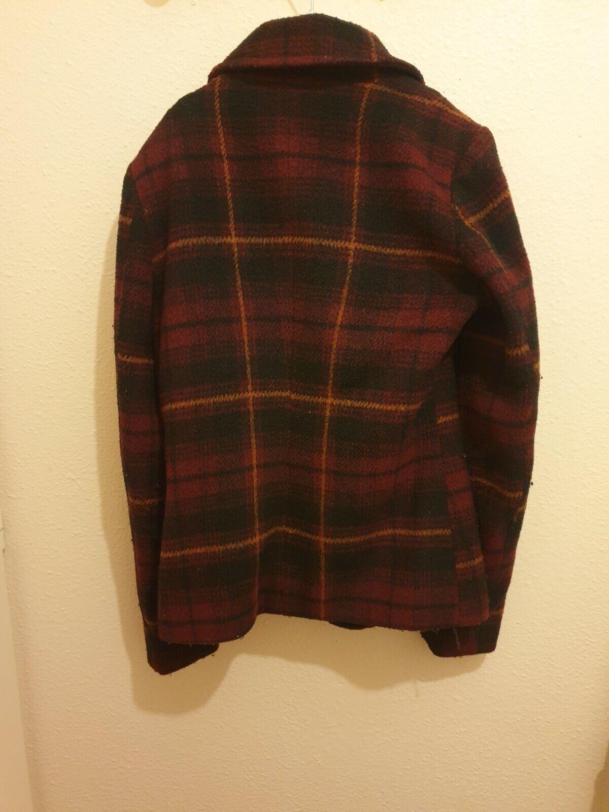Veste courte en laine à carreaux couleur bordeaux  femme  hiver taille 34-36