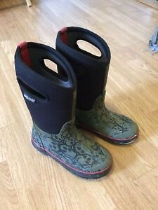 Boys bogs size 2..PERFECT FOR SPRING!