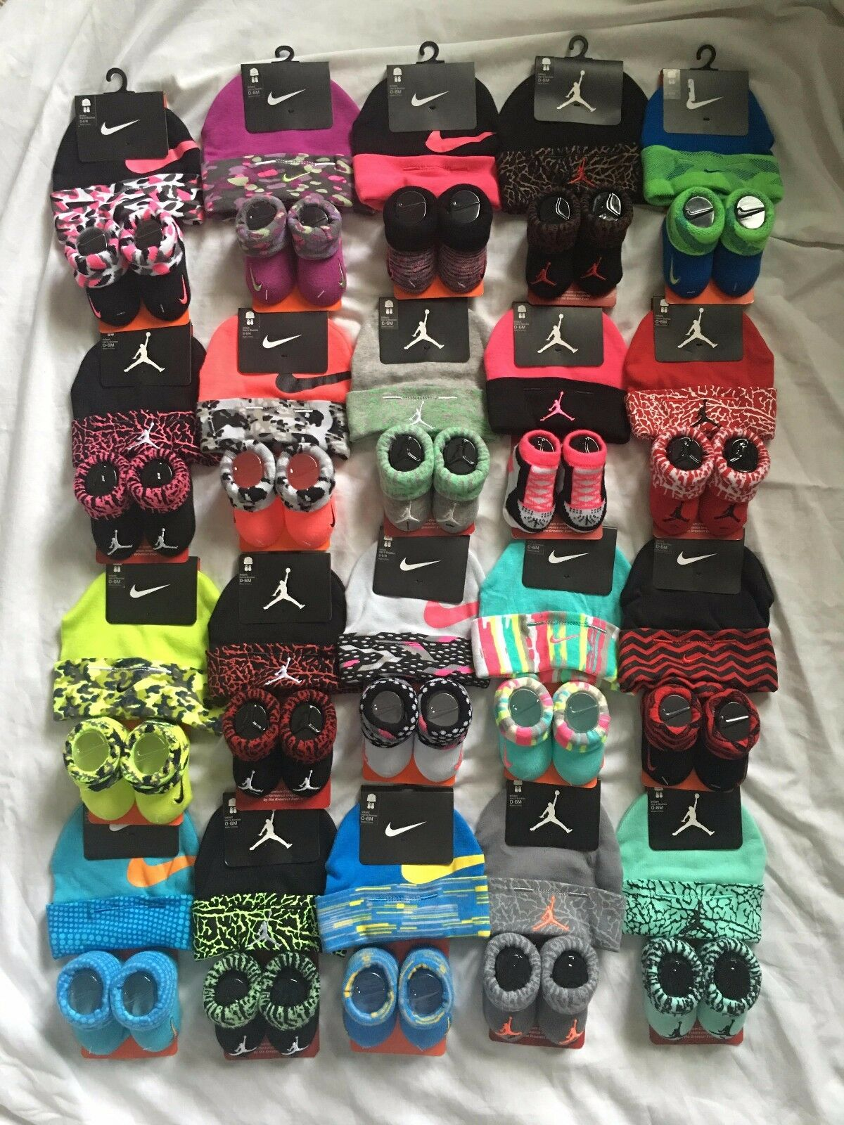 Nike Baby Booties & Cap Gift, 0-6 Months Multi Color Boys Girls Infant Hat L33