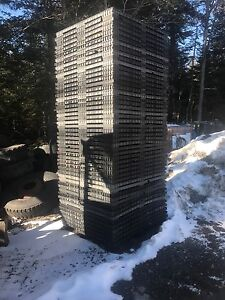 Plastic shipping pallets 42x42
