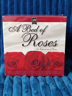 NIB A BED OF ROSES AN EXPRESSION OF LOVE ROSE PETAL AND CANDLE ROMANCE KIT