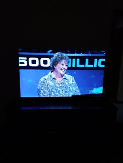 LED Smart 3D  TV  & DVD package