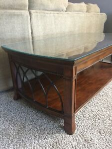 Like new solid wood coffee table @ 2 end tables