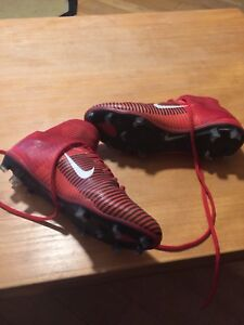 No holds-Nike mercurial men's soccer size 11