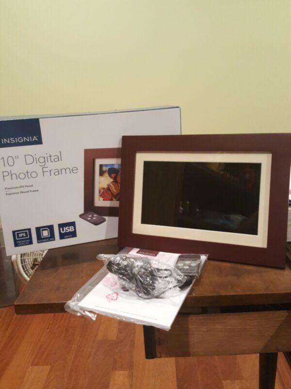 "Insignia 10"" Widescreen LCD Digital Photo Espresso Frame"