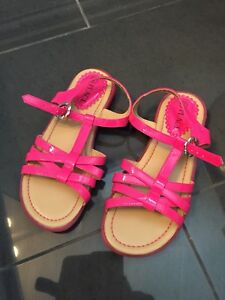 Girls size 2 pink sandals (like new!)