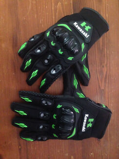 Pair Of Road Bike/Dirtbike Gloves XL Green & Black New Never Used.