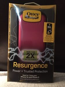 iPhone 5/5s otterbox/charging case