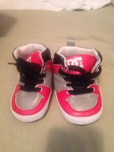 6-12M baby shoes 10$