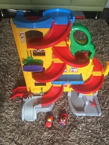 Little people car ramp & cars