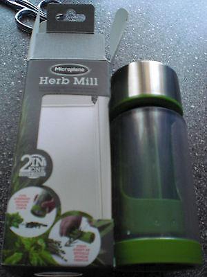 Microplane Herb Mill Kräutermühle 2 in 1  Kräuterschneider mit Abstreifer  Herb Mill