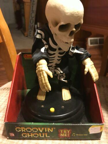 """Rare Gemmy 2008 Groovin Ghoul Dancing Skeleton Grave Raver """"Groove Line"""""""