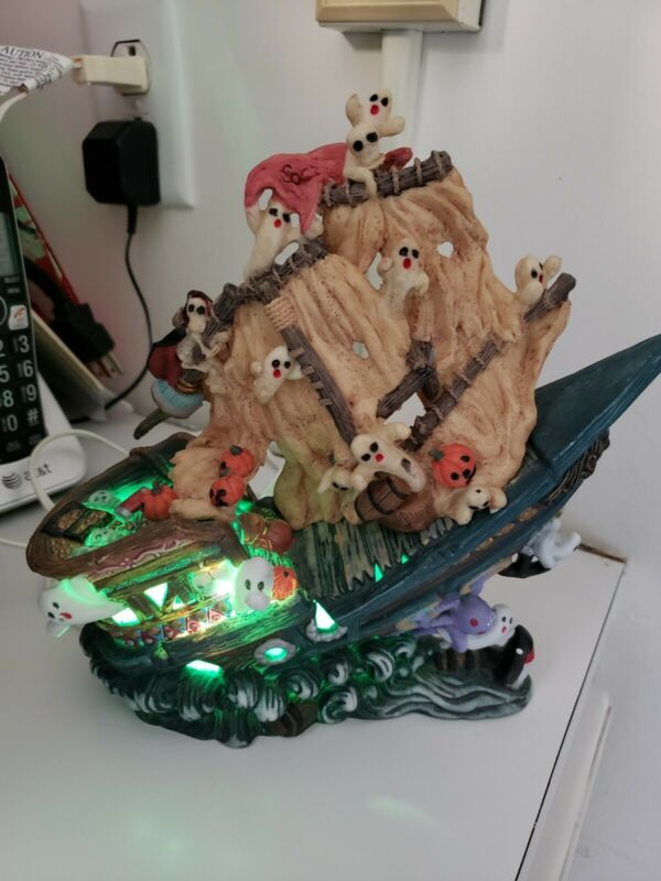 """Halloween Ghost Ship """"Spooky Hollow"""" Lighted Porcelain in Box"""