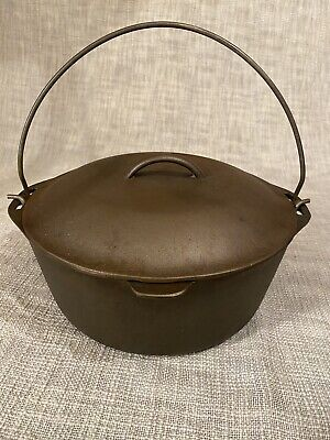 """Lodge Cast Iron #8 Dutch Oven With Lid, 10 1/4"""" Vintage"""