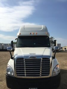 2014 Cascadia hwy Truck for sale(Warranty Remaining )