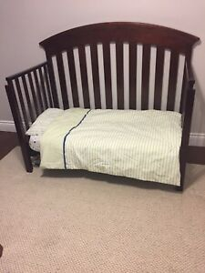 Convertible crib - mattress and bedding included