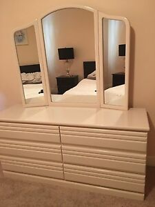 Double bed head and side drawers Ivanhoe Banyule Area Preview