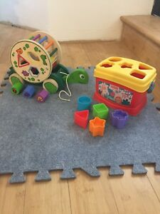 Baby blocks Fisher Price and walk-along turtle with blocks
