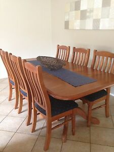 Extendable Dining Table & 6 Dining Chairs Glenmore Park Penrith Area Preview