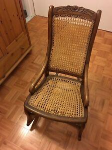 Chaise berçante en osier et bois / Wood and rattan rocking chair