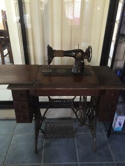 Singer sewing machine Oxley Vale Tamworth City Preview
