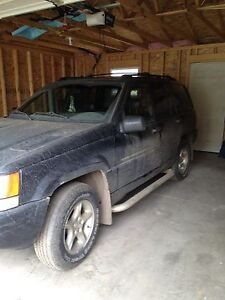 SUV 1998 4x4 5.6 letre v8 no rust or dents