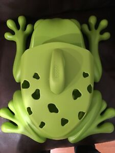 Boon frog pod for tub