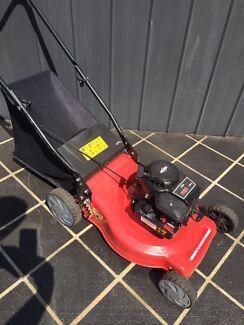 Lawn mower briggs&stratton four stroke as new