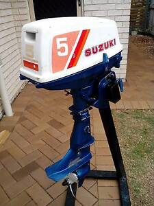 SUZUKI 5 HP SHORT SHAFT 2 STROKE OUTBOARD MOTOR Pialba Fraser Coast Preview
