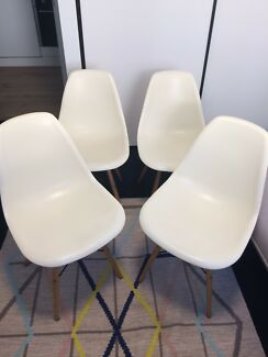 Set of 4 replica Eames dining chairs in cream